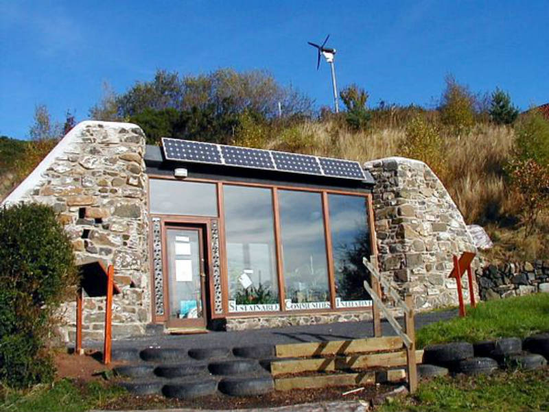 AD-Earthship-Sustainable-Homes-16-1