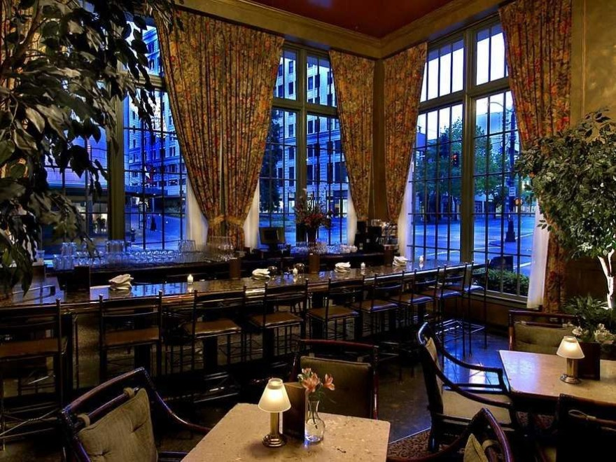 AD-Iconic-American-Hotel-Bars-17