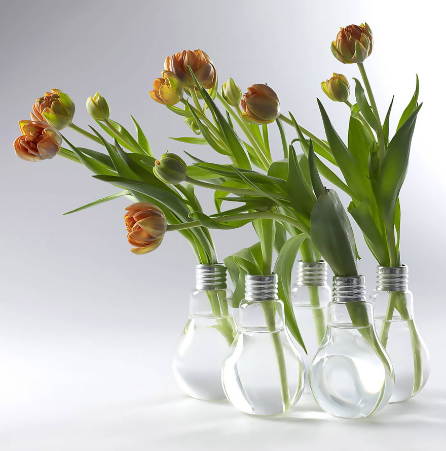 AD-Ideas-For-Recycling-Light-Bulbs-15
