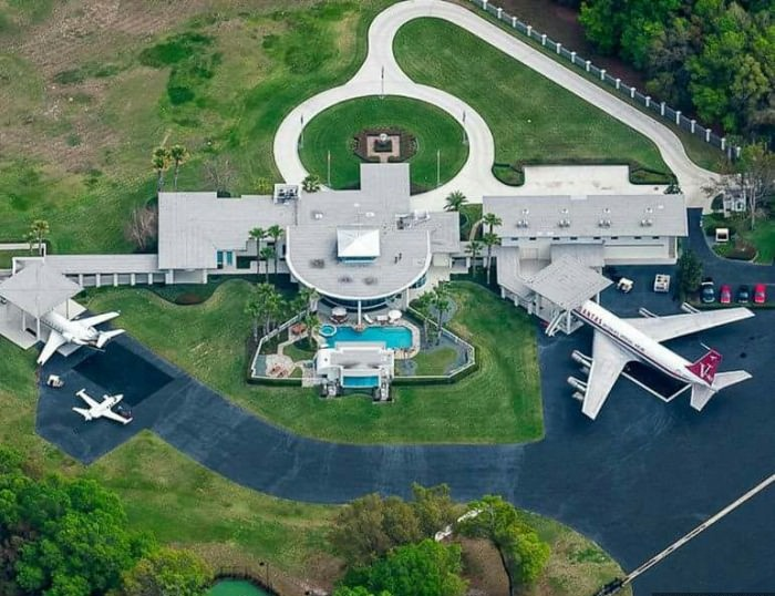 AD-John-Travolta's-House-Is-A-Functional-Airport-With-Runways-01