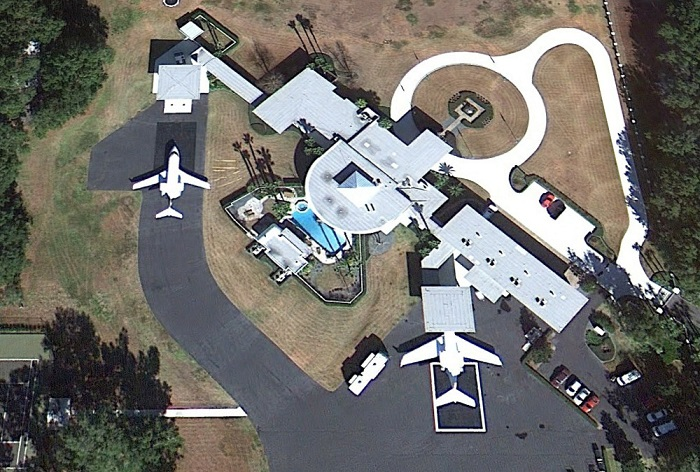 AD-John-Travolta's-House-Is-A-Functional-Airport-With-Runways-02