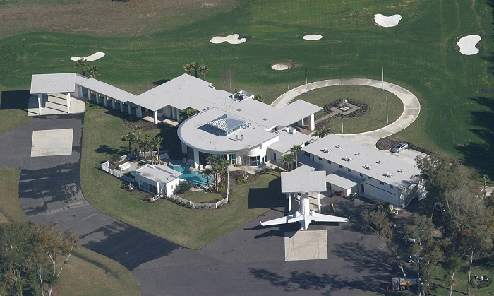 AD-John-Travolta's-House-Is-A-Functional-Airport-With-Runways-03