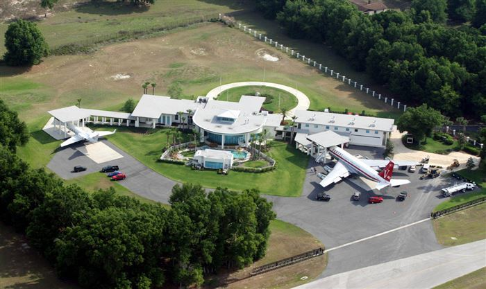 AD-John-Travolta's-House-Is-A-Functional-Airport-With-Runways-05