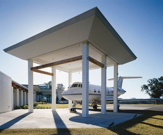 AD-John-Travolta's-House-Is-A-Functional-Airport-With-Runways-14
