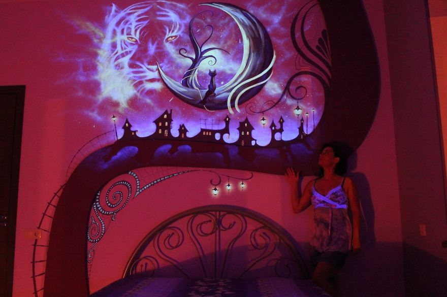 AD-K-S-Fairytale-ie-Mesmerizing-3D-Glow-In-The-Dark-Mural-11