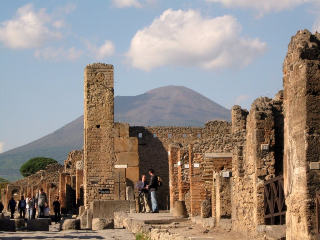 the population and famous building techniques of pompeii