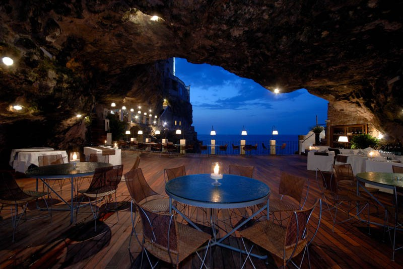 AD-Restaurants-In-Unforgettable-Settings-02