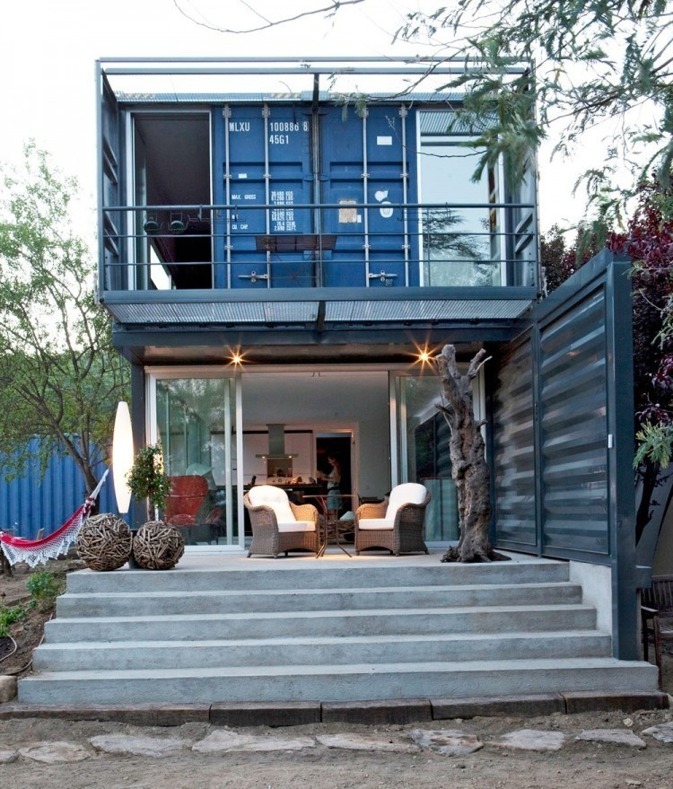 AD-Spectacular-Living-Spaces-Made-From-Recycled-Shipping-Containers-13
