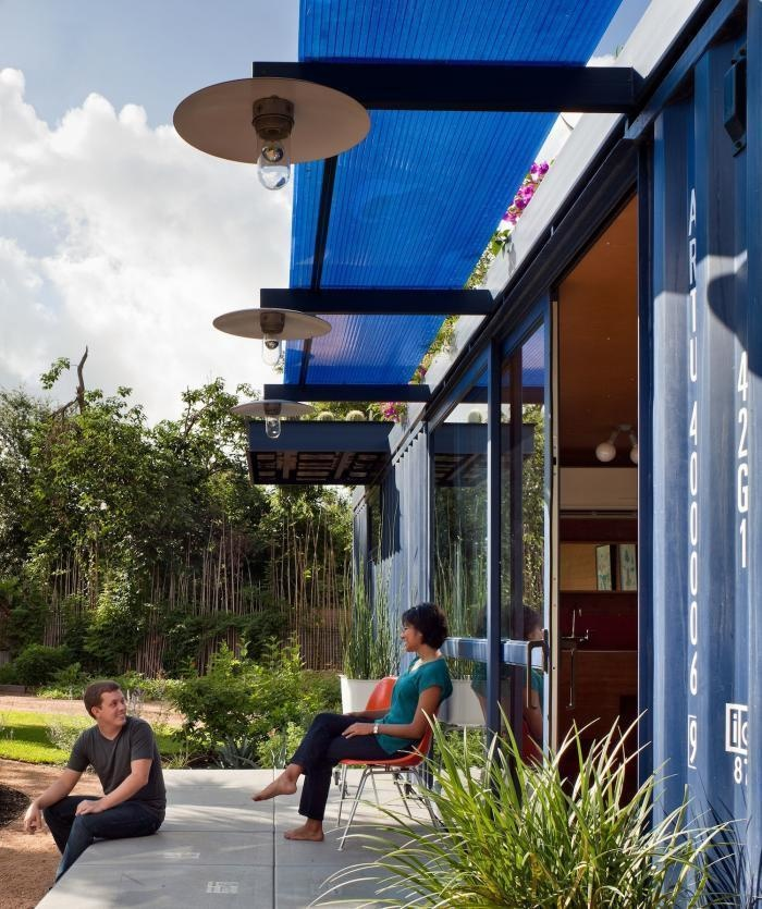 AD-Spectacular-Living-Spaces-Made-From-Recycled-Shipping-Containers-20
