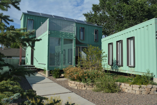 AD-Spectacular-Living-Spaces-Made-From-Recycled-Shipping-Containers-35