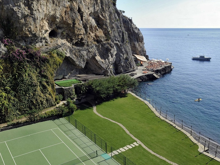 AD-Spectacular-Tennis-Courts-Around-The-World-03