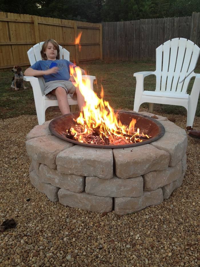 AD-Stay-Warm-And-Cozy-With-These-35-DIY-Fire-Pit-Tutorials-01