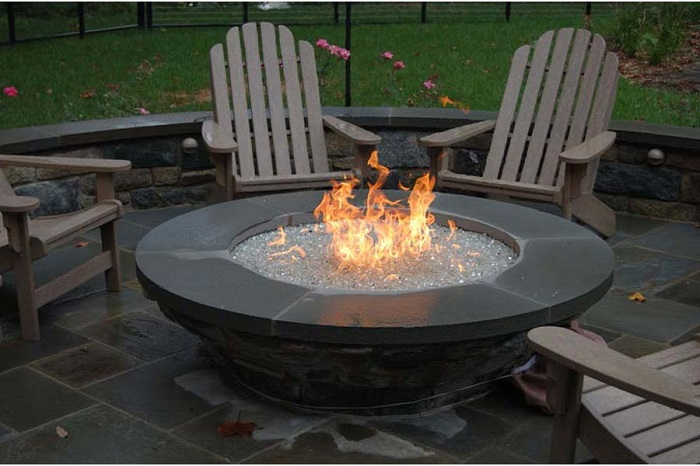 AD-Stay-Warm-And-Cozy-With-These-35-DIY-Fire-Pit-Tutorials-02