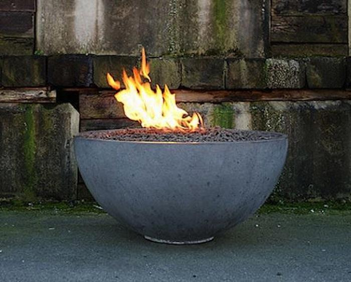 AD-Stay-Warm-And-Cozy-With-These-35-DIY-Fire-Pit-Tutorials-04