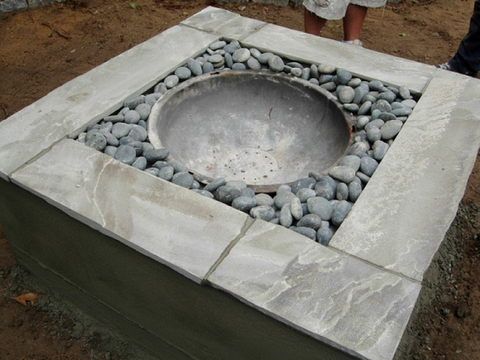 AD-Stay-Warm-And-Cozy-With-These-35-DIY-Fire-Pit-Tutorials-09
