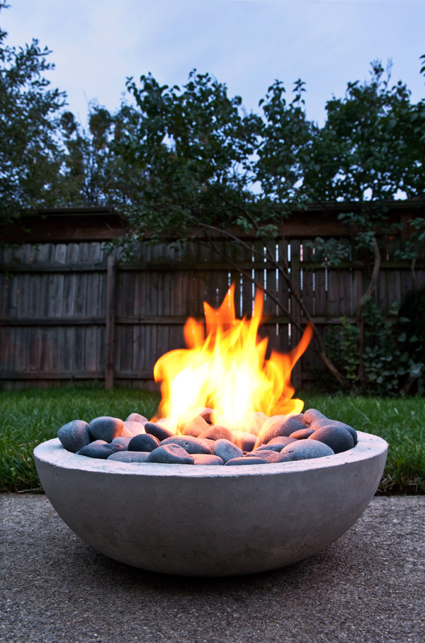 AD-Stay-Warm-And-Cozy-With-These-35-DIY-Fire-Pit-Tutorials-13