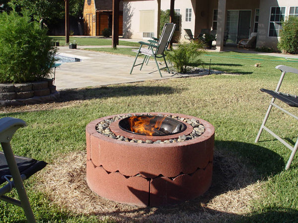 AD-Stay-Warm-And-Cozy-With-These-35-DIY-Fire-Pit-Tutorials-15