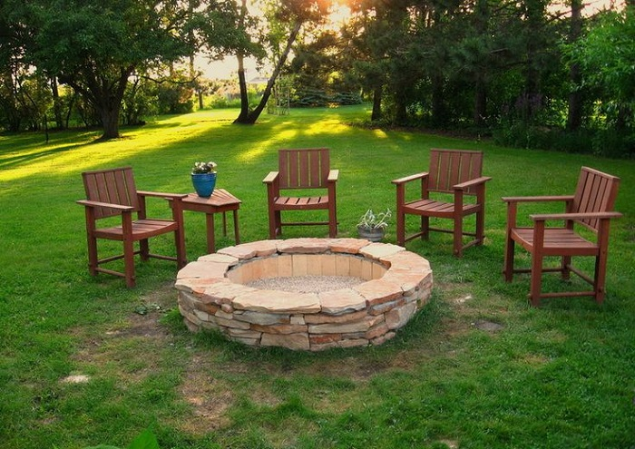 AD-Stay-Warm-And-Cozy-With-These-35-DIY-Fire-Pit-Tutorials-16