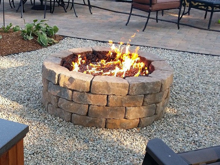 AD-Stay-Warm-And-Cozy-With-These-35-DIY-Fire-Pit-Tutorials-17