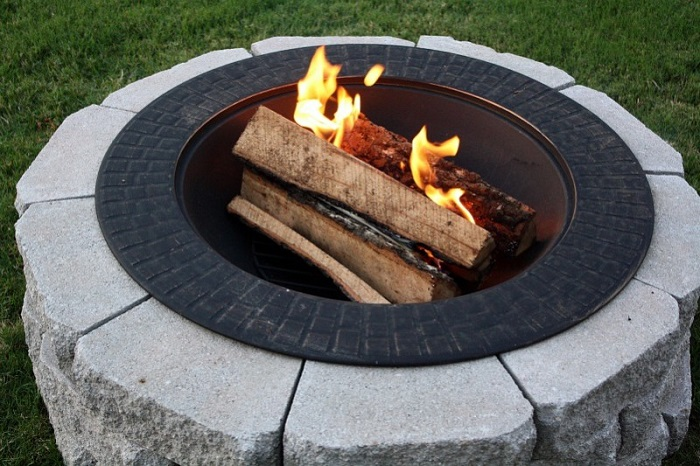 AD-Stay-Warm-And-Cozy-With-These-35-DIY-Fire-Pit-Tutorials-24