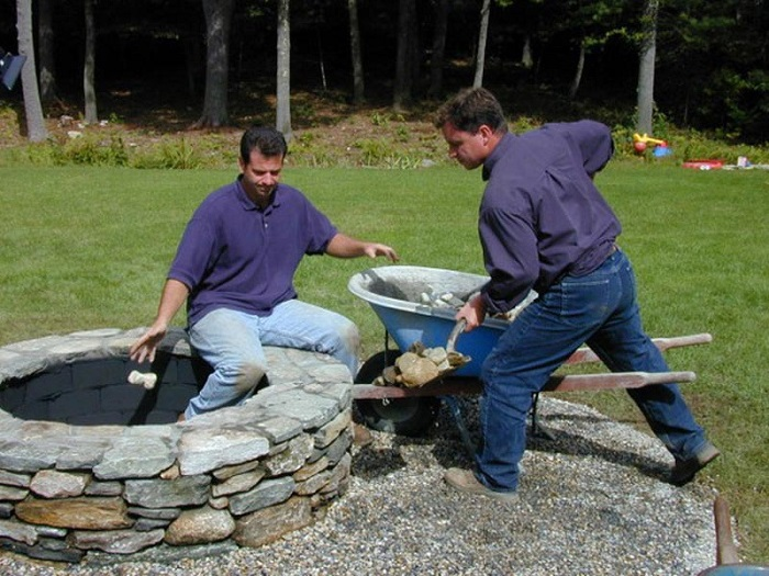 AD-Stay-Warm-And-Cozy-With-These-35-DIY-Fire-Pit-Tutorials-25