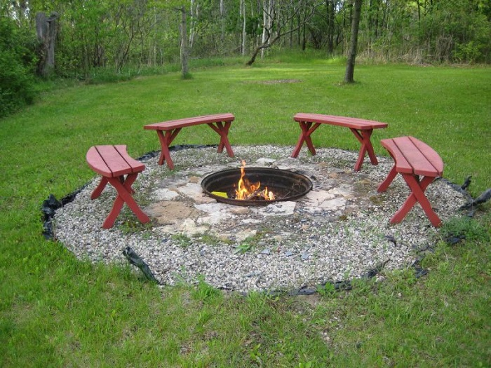 AD-Stay-Warm-And-Cozy-With-These-35-DIY-Fire-Pit-Tutorials-36