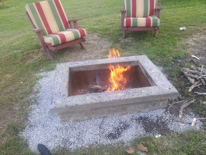 AD-Stay-Warm-And-Cozy-With-These-35-DIY-Fire-Pit-Tutorials-37