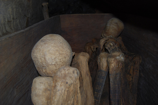 15-Kabayan-Mummy-Caves-The-Philippines-AD