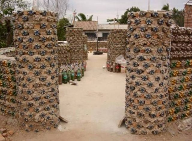 AD-Amazing-Recycled-Plastic-Bottles-House-05