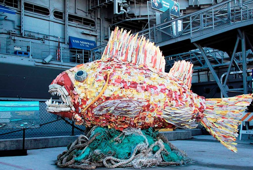 AD-Giant-Sculptures-Made-Entirely-Of-Beach-Waste-03