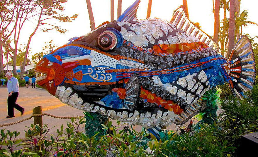 AD-Giant-Sculptures-Made-Entirely-Of-Beach-Waste-10