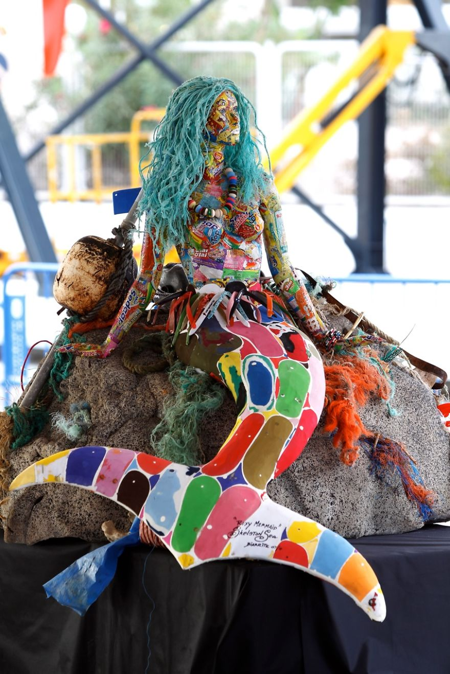 AD-Giant-Sculptures-Made-Entirely-Of-Beach-Waste-13