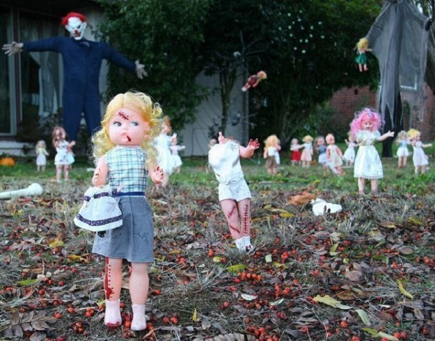 20 Halloween Decorations That Will Scare The Crap Out Of