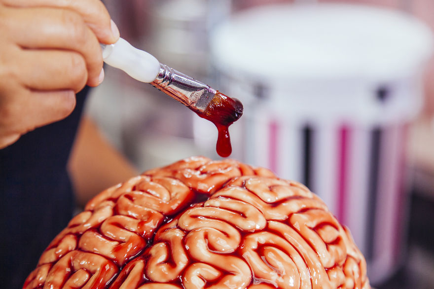 AD-I-Made-This-Red-Velvet-BRAIN-CAKE-For-The-Premiere-Of-The-WALKING-DEAD-05