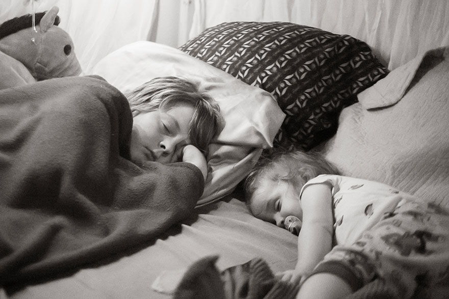 AD-Ikea-Bed-Hack-Five-Kids-Family-Sleep-Together-Elizabeth-Boyce-04