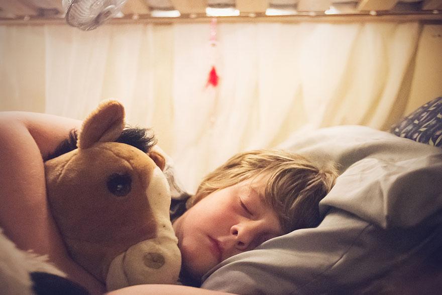 AD-Ikea-Bed-Hack-Five-Kids-Family-Sleep-Together-Elizabeth-Boyce-07