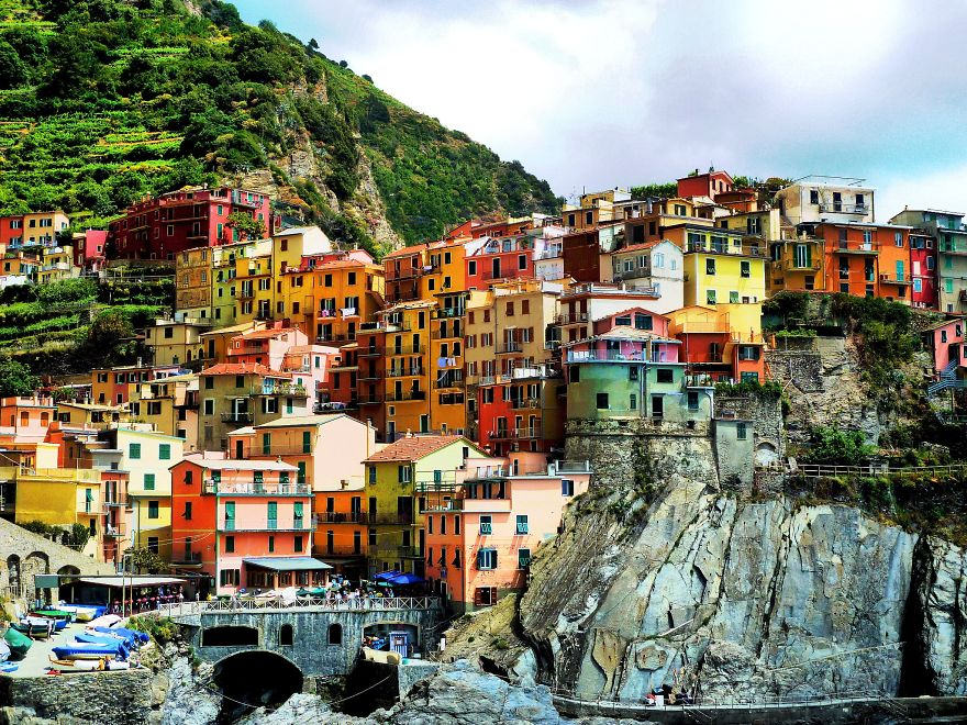 AD-The-Most-Stunning-Cliff-Side-Towns-And-Villages-08