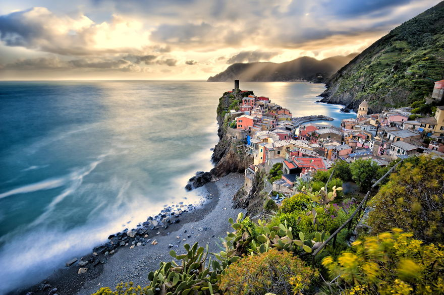 AD-The-Most-Stunning-Cliff-Side-Towns-And-Villages-13