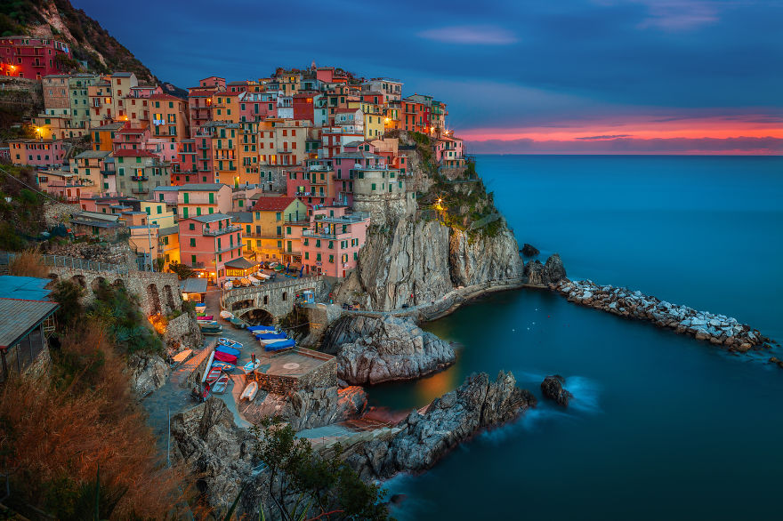 AD-The-Most-Stunning-Cliff-Side-Towns-And-Villages-14