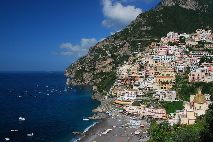 AD-The-Most-Stunning-Cliff-Side-Towns-And-Villages-17