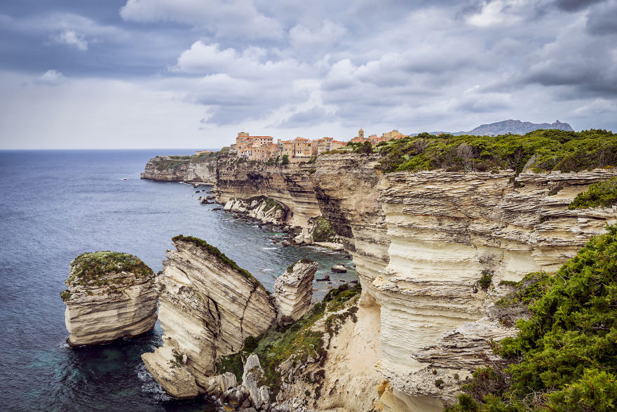 AD-The-Most-Stunning-Cliff-Side-Towns-And-Villages-22