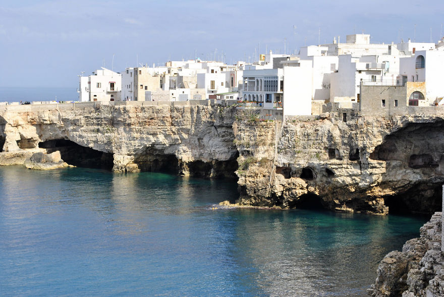 AD-The-Most-Stunning-Cliff-Side-Towns-And-Villages-47