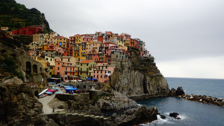 AD-The-Most-Stunning-Cliff-Side-Towns-And-Villages-54