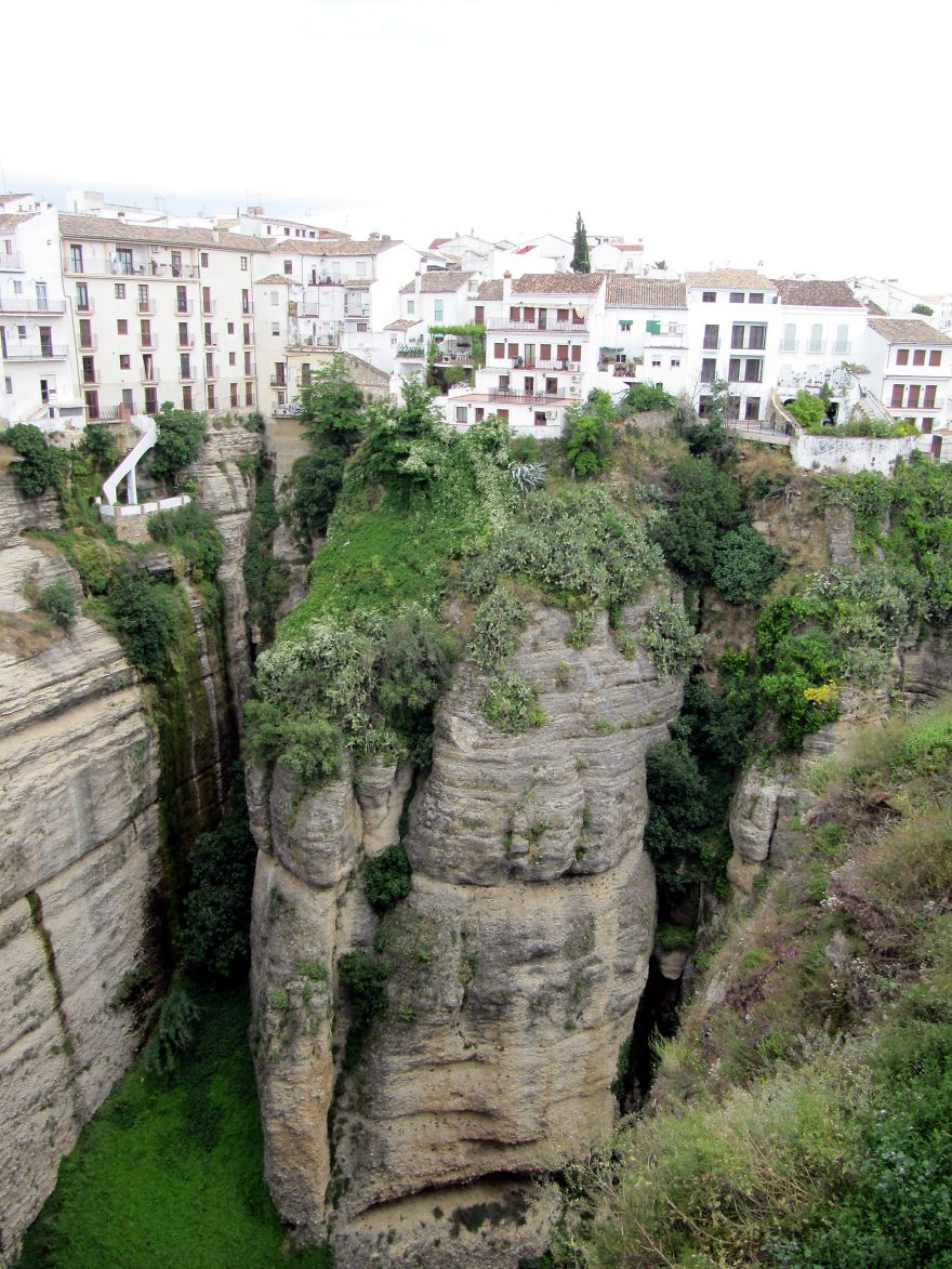 AD-The-Most-Stunning-Cliff-Side-Towns-And-Villages-56