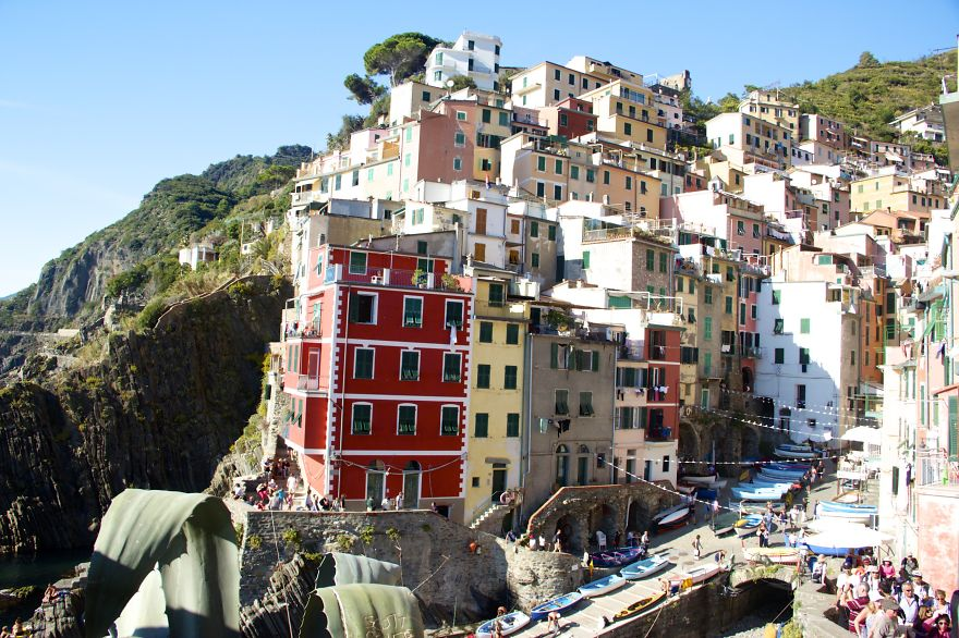 AD-The-Most-Stunning-Cliff-Side-Towns-And-Villages-69