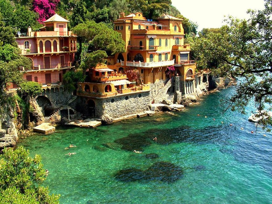 AD-The-Most-Stunning-Cliff-Side-Towns-And-Villages-82