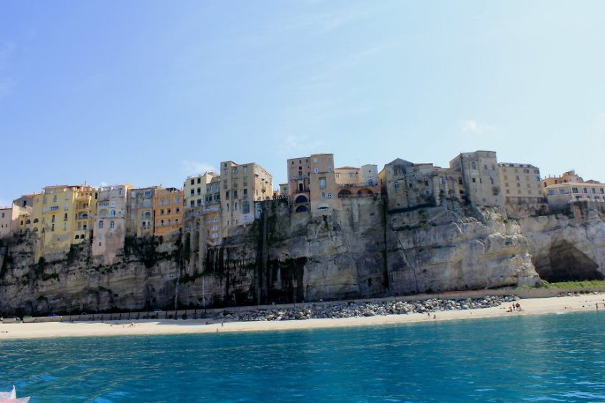 AD-The-Most-Stunning-Cliff-Side-Towns-And-Villages-85