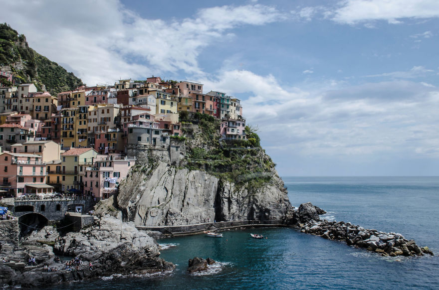 AD-The-Most-Stunning-Cliff-Side-Towns-And-Villages-86