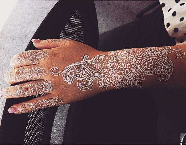 AD-White-Henna-Tattoo-Temporary-Women-Instagram-Trend-03