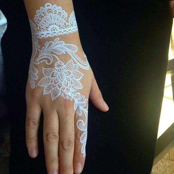 AD-White-Henna-Tattoo-Temporary-Women-Instagram-Trend-08
